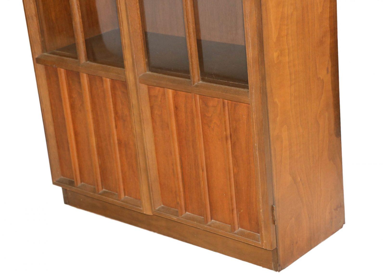 Beautiful Mid Century Modern Curio Display Cabinet