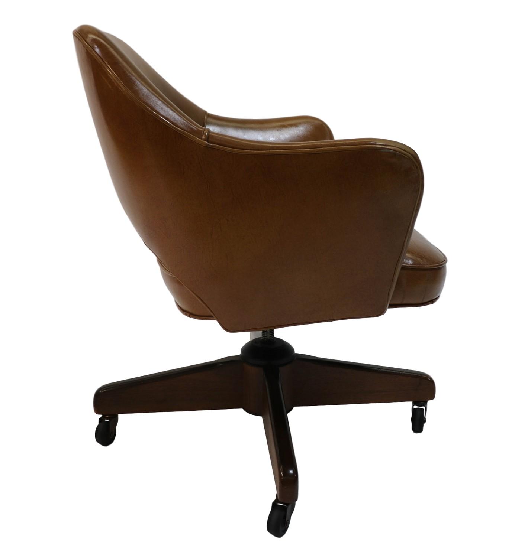 Executive Swivel Armchair Eero Saarinen style