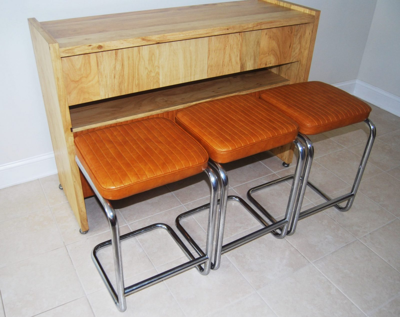Mid Century Modern Bar With Matching Bar Stools