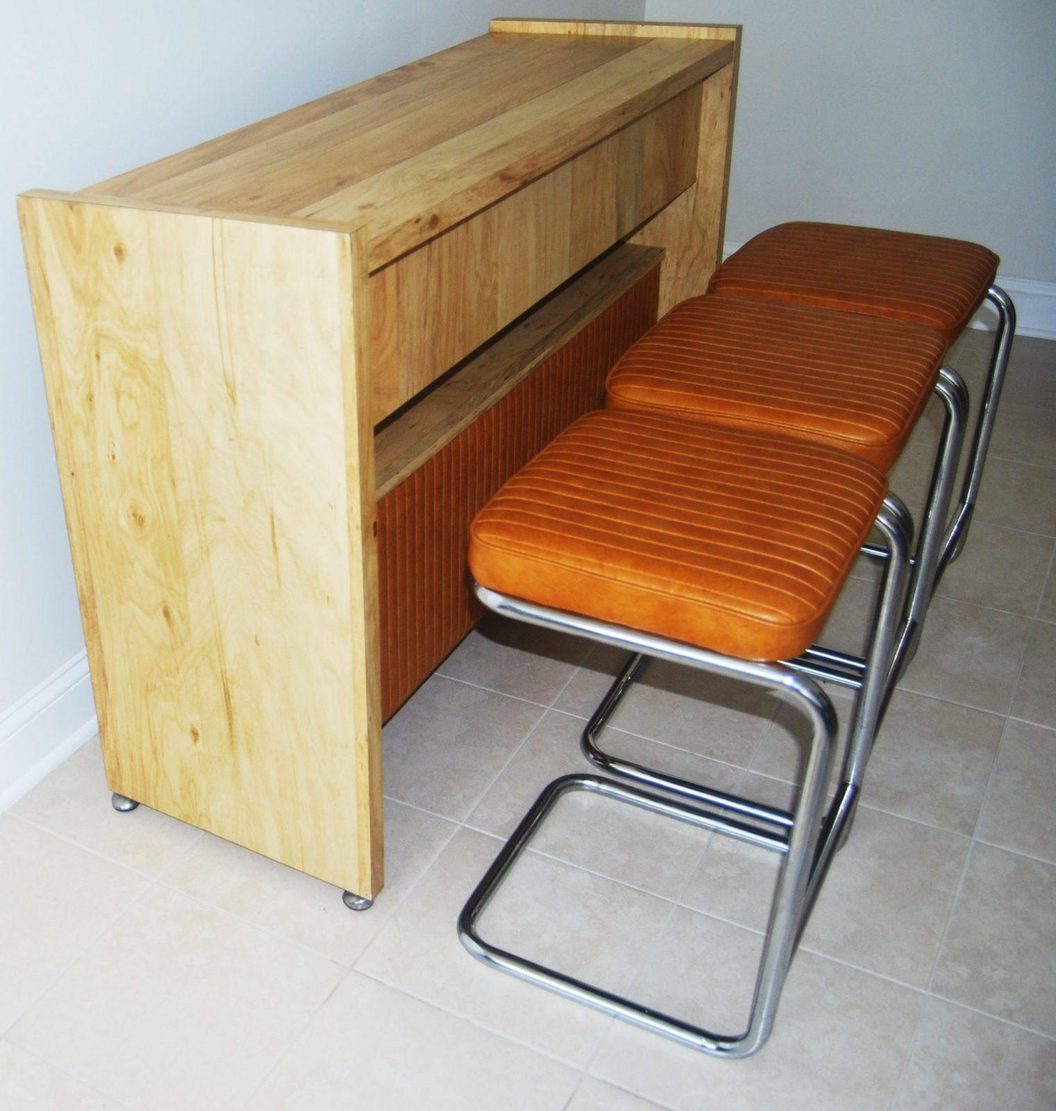 Modern Bar Sets: Mid-century Modern Bar With Matching Bar Stools
