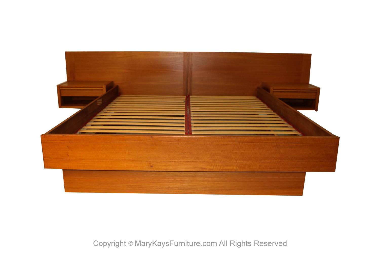 Picture of: Jesper Danish Modern Teak Queen Platform Bed With Floating Nightstands